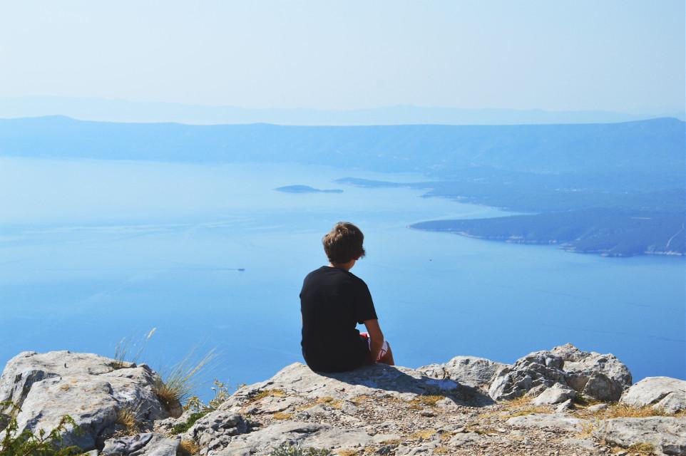 #wppSunnyDay #edge #people #boy #photography #summer #bluesky #sea #sun #croatia #view #amazing #nature #island #blue #beautiful #travel #high #colorful #emotion #faraway #cliff