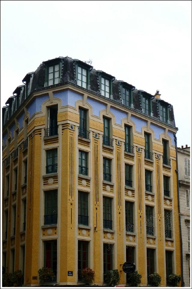 Good evening dear friends  #Paris #colorful #photography #architecture #oldhouse #building #traveltreasures  #travel