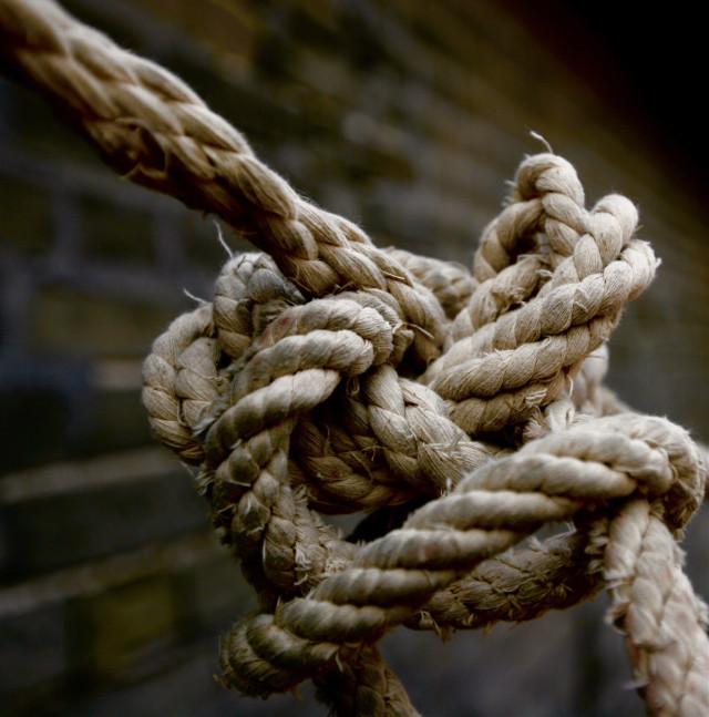 绳结,有时人的心情就像这解不开的节,只有想开才能快乐!