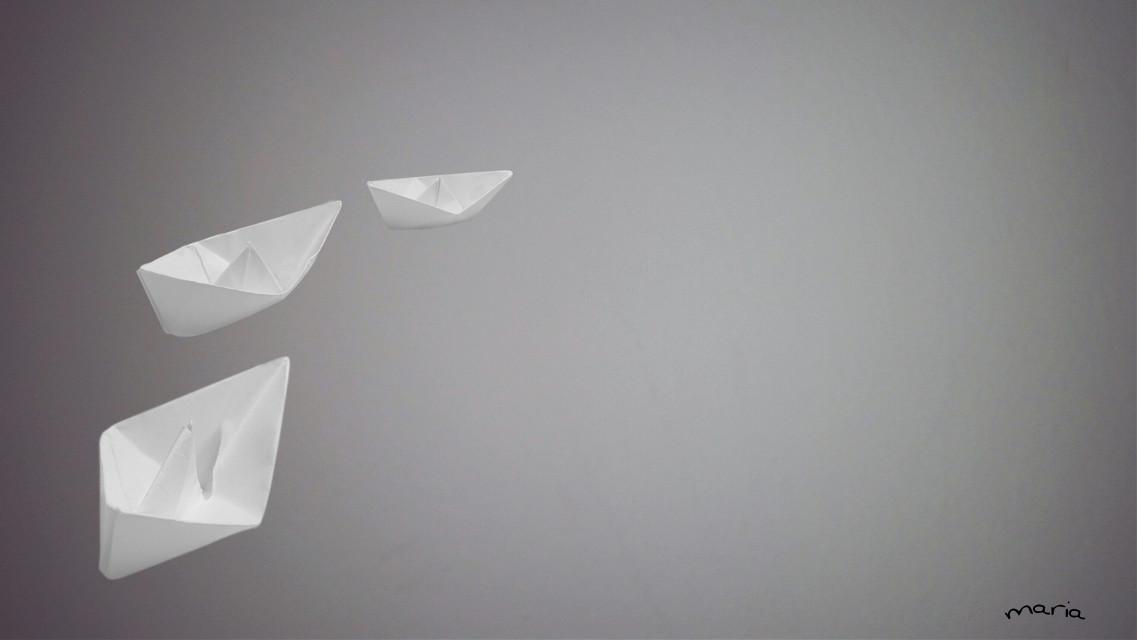 Navighiamo nel mondo su mari diversi, su barche diverse – ognuno unico sulla sua nave, che sia rimorchiatore, transatlantico, barchetta di carta, agile vela o maestoso veliero, peschereccio osampan. We sail around the world on different seas, on different boats - each one unique in his ship, which is the tug, transatlantic, paper boat, agile wing or majestic sailing ship, fishing boat or sampan Olav Hauge @tyroneo my gift for you... sweet dreams 🌹   #blackandwhite #photography #fantasy #minimal #madewithpicsart #artistic #art #creativity