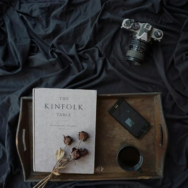 #mycoffee_diary #photography #flatlay #onthetable #coffee #book #kinfolk #darktone #softtone #morning #dark #flower